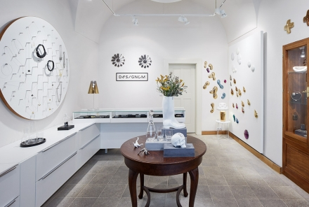 Designum gallery – jewelry, porcelain, glass